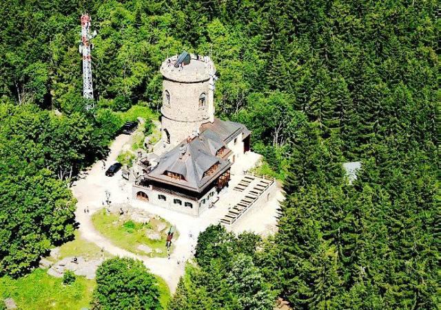 dovolená na chatě - rozhledna na vrcholu Kletě 1084m n.m.